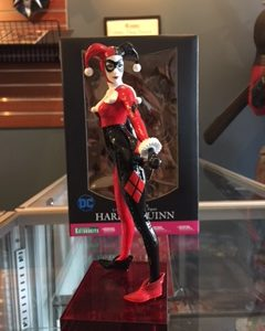 Comic Relief - Harley Quinn Statue